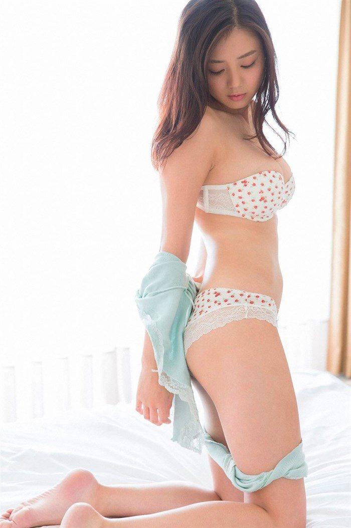 【画像】アイドル片山萌美ちゃんに支給される水着がガチでちいせえええええええ0056manshu