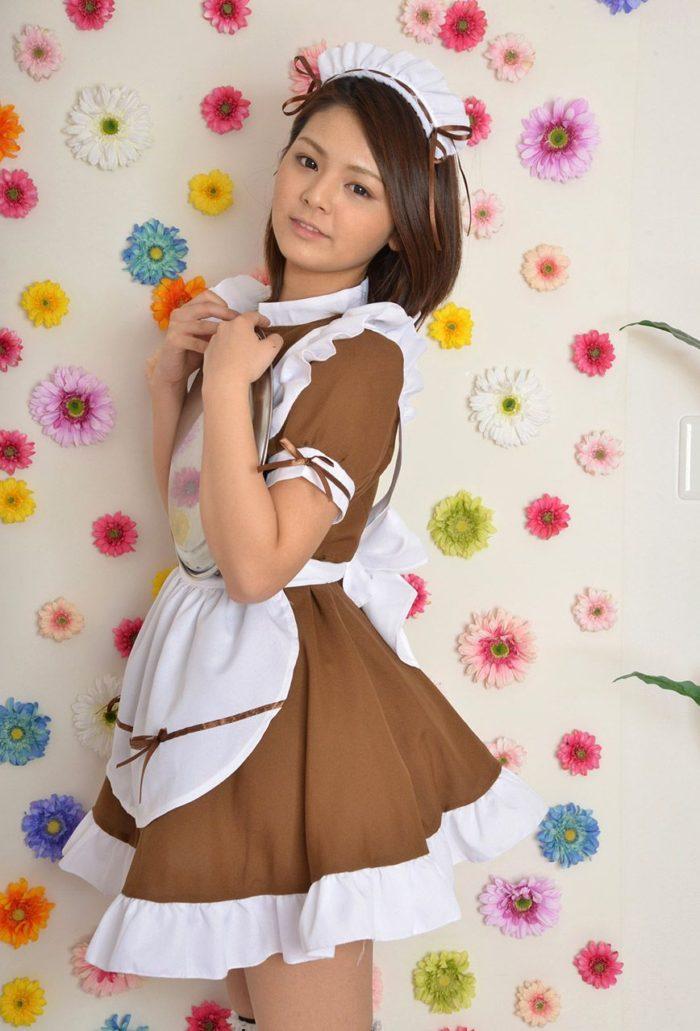 【画像】メイド姿の秋本翼 白パンティのぷっくりしたクロッチ丸出しwwwwww0003manshu
