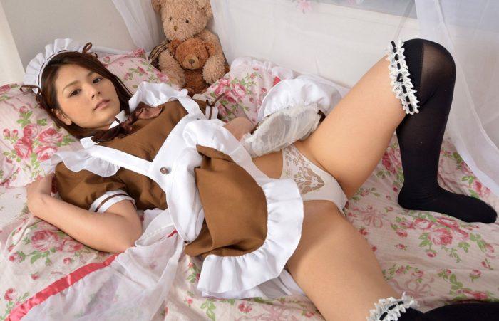 【画像】メイド姿の秋本翼 白パンティのぷっくりしたクロッチ丸出しwwwwww0043manshu