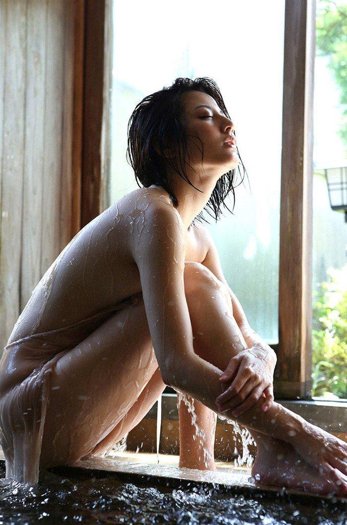 【画像】杉本有美の温泉旅館グラビア!悩殺下着姿や手ぶらヌードも!!0061mashu
