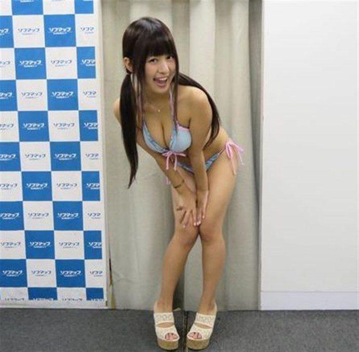 【画像】小山夏希ちゃんの実に股間迷惑なDVDキャプ!極小水着、マン肉アップ何でもありwwww0073manshu