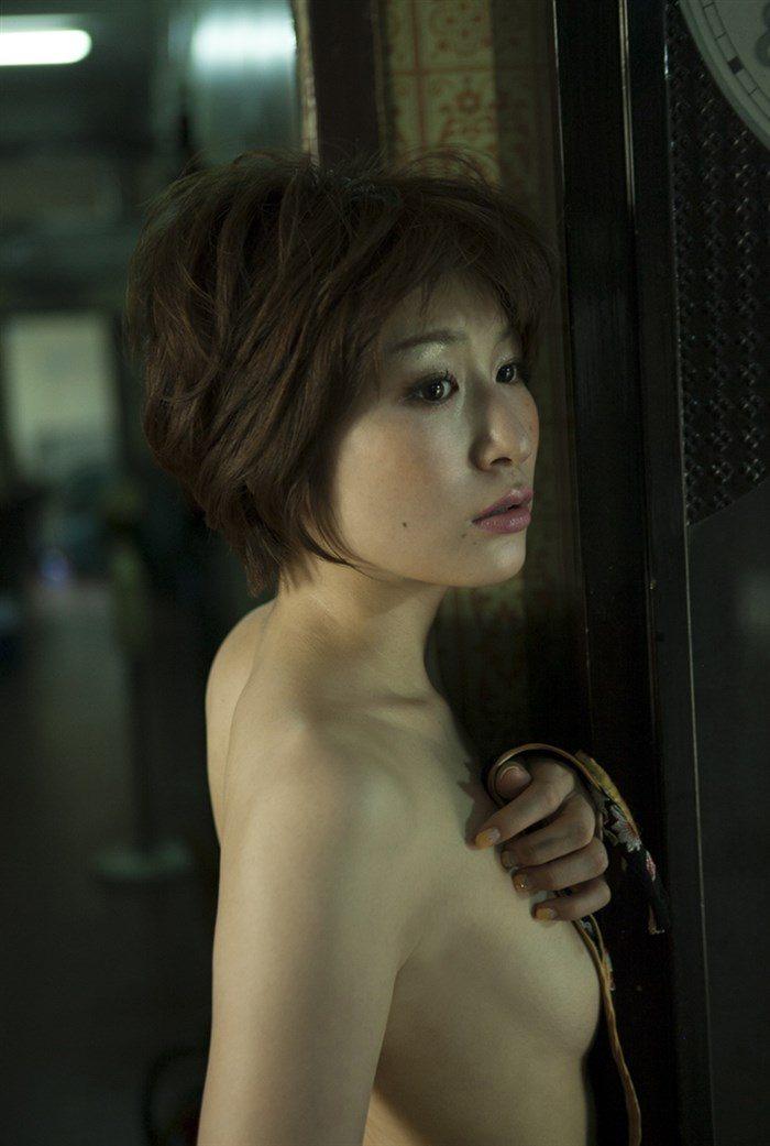 【画像】おかもとまり、写真集の全裸ヌードグラビアのムラムラ感半端ない!!!0009manshu