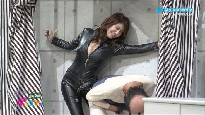 【画像】グラビアアイドル亜里沙がテレビで乳を鷲掴みされててくっそエロいwwww0037manshu