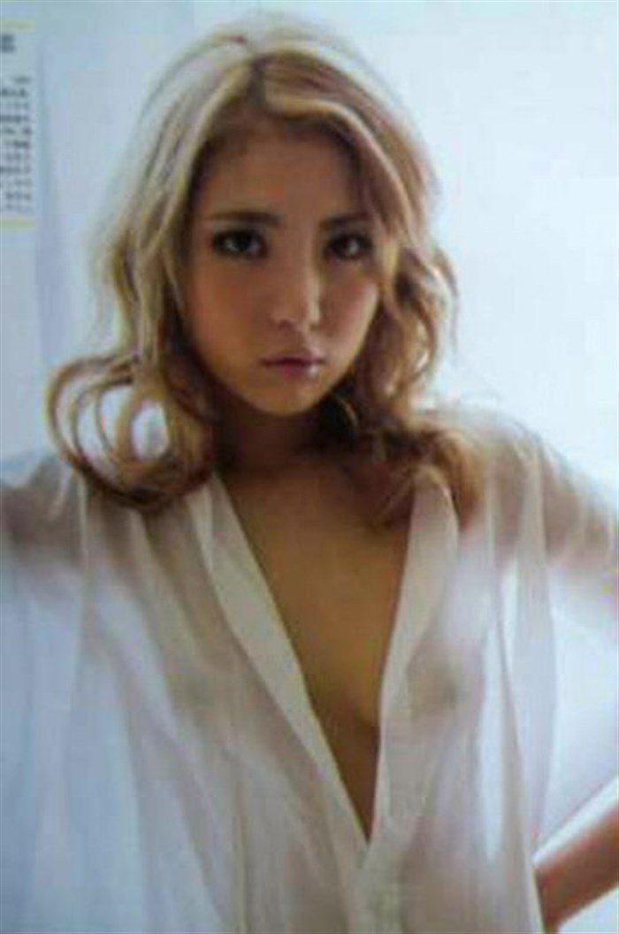 【画像】石川恋の乳首は使い込まれて黒い!?透けビーチク画像で検証!0061manshu
