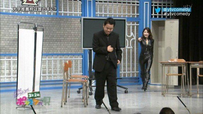 【画像】グラビアアイドル亜里沙がテレビで乳を鷲掴みされててくっそエロいwwww0081manshu