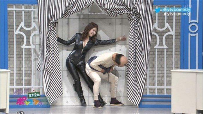 【画像】グラビアアイドル亜里沙がテレビで乳を鷲掴みされててくっそエロいwwww0036manshu