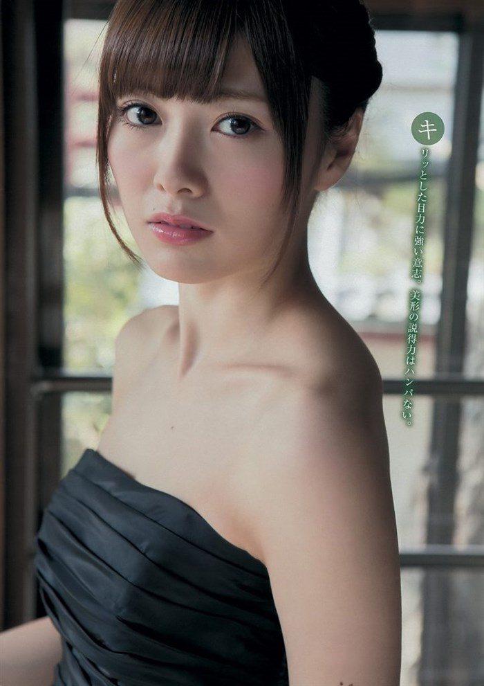 【画像】乃木坂白石麻衣さん、グラビアでえっろい太もも放り出すwwwwwww0007manshu