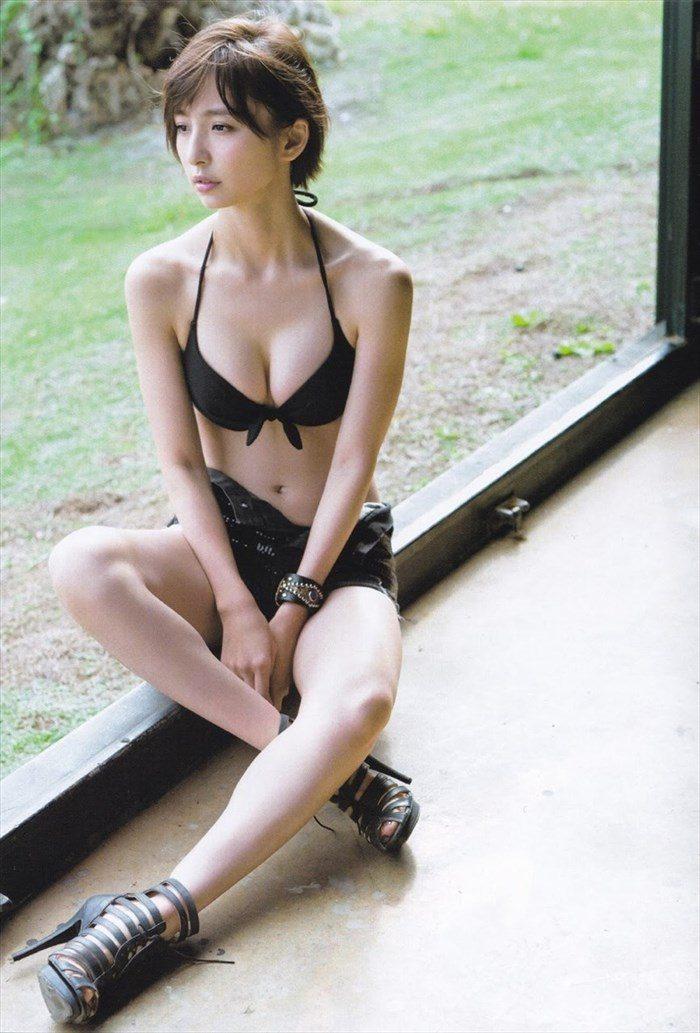 【画像】篠田麻里子さん 全盛期の水着グラビアがエロ過ぎたと話題に!完全にokazuグラビア0056manshu