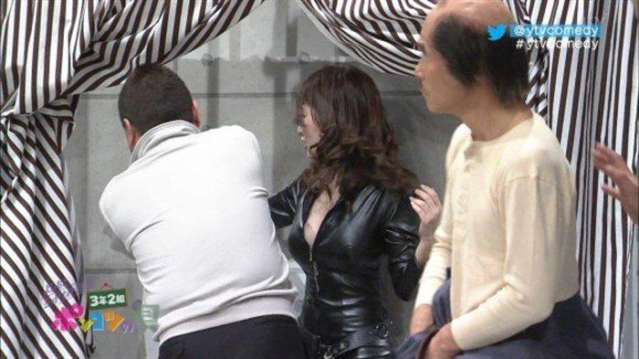 【画像】グラビアアイドル亜里沙がテレビで乳を鷲掴みされててくっそエロいwwww0041manshu