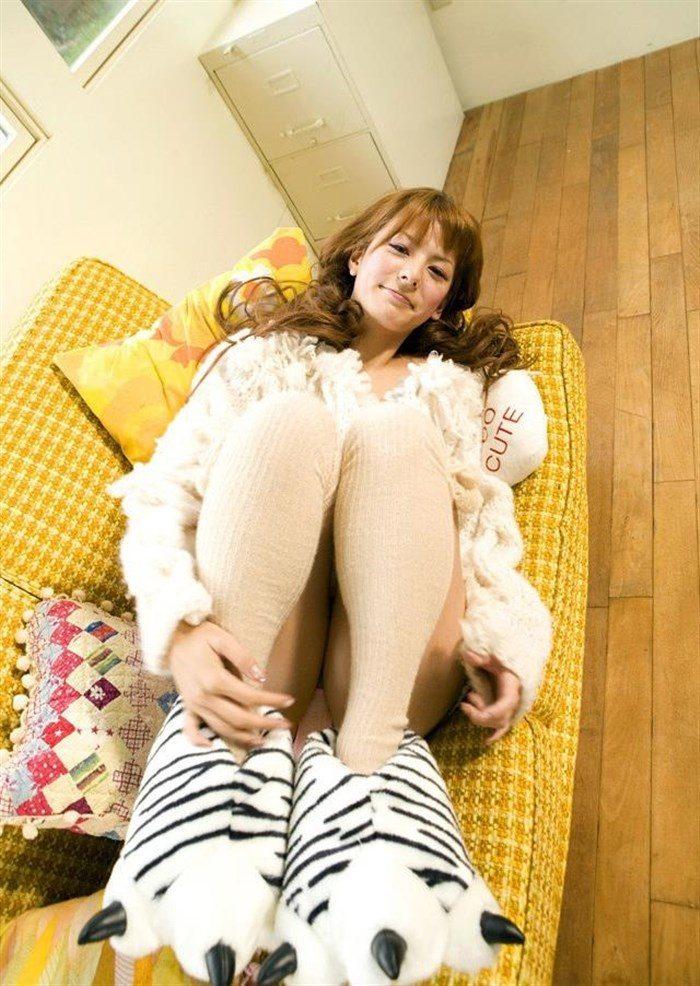 【画像】一番脂の乗った全盛期スザンヌのムチムチ太もも写真集!!0066manshu