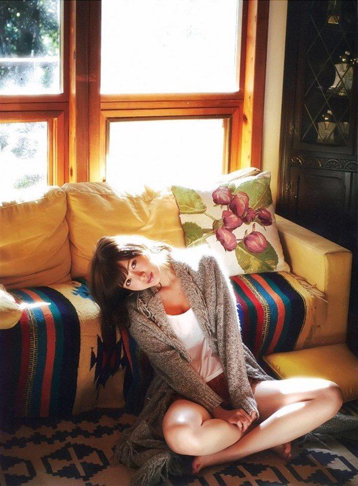 【画像】乃木坂白石麻衣のキャミ&ショーパン生足がえっちな軽装グラビア!!0031manshu