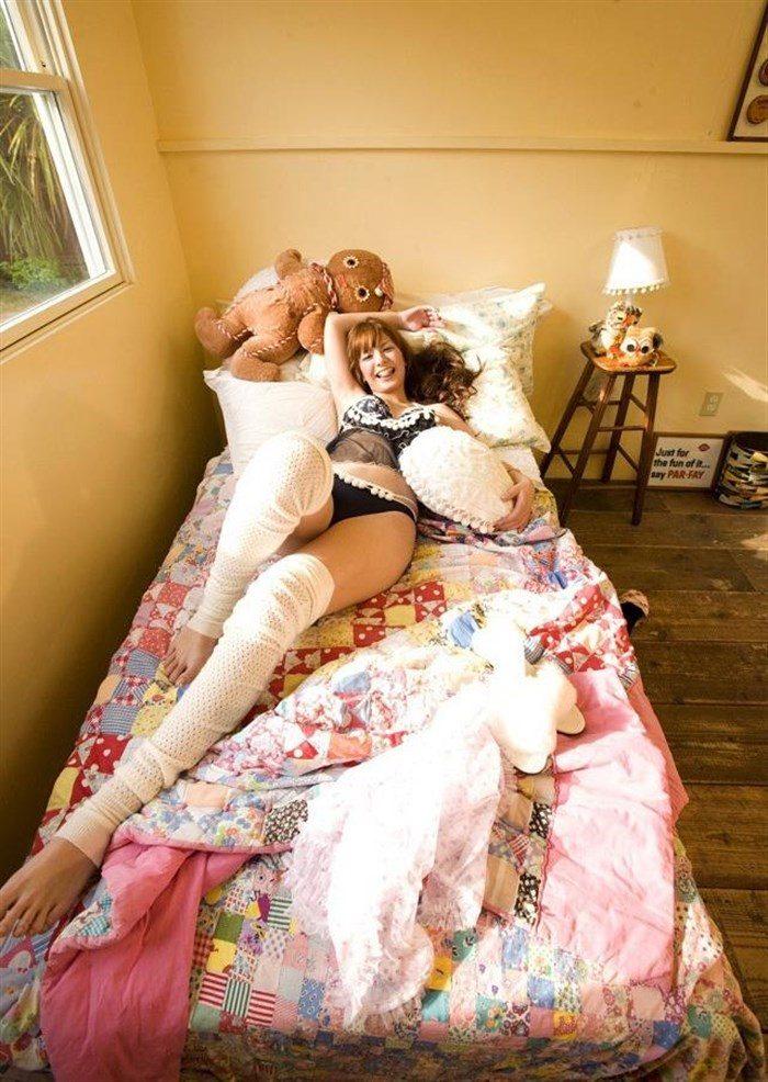 【画像】一番脂の乗った全盛期スザンヌのムチムチ太もも写真集!!0063manshu