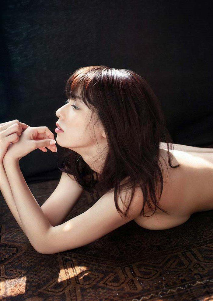 【画像】小瀬田麻由 細い腕でかろうじで隠す手ぶらグラビアがぐうシコwwwww0012manshu