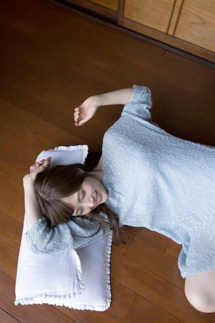 【画像】乃木坂白石麻衣のキャミ&ショーパン生足がえっちな軽装グラビア!!0016manshu