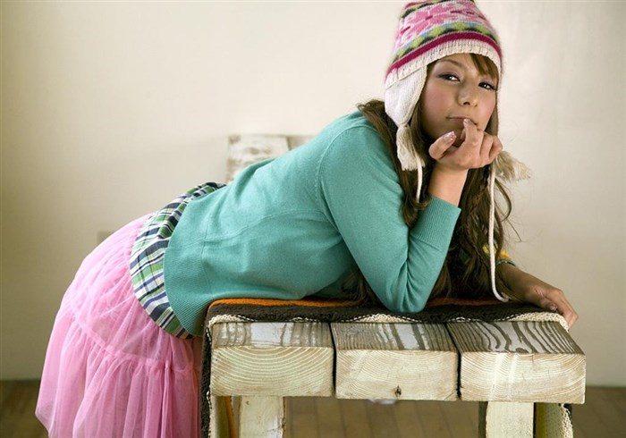 【画像】一番脂の乗った全盛期スザンヌのムチムチ太もも写真集!!0052manshu
