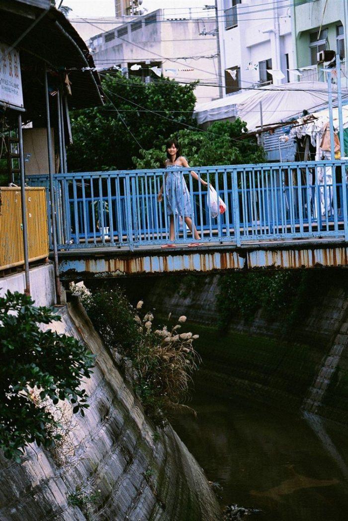 【画像】元AKB48前田敦子がちょっと可愛く見えてくるグラビア140枚まとめ0092manshu