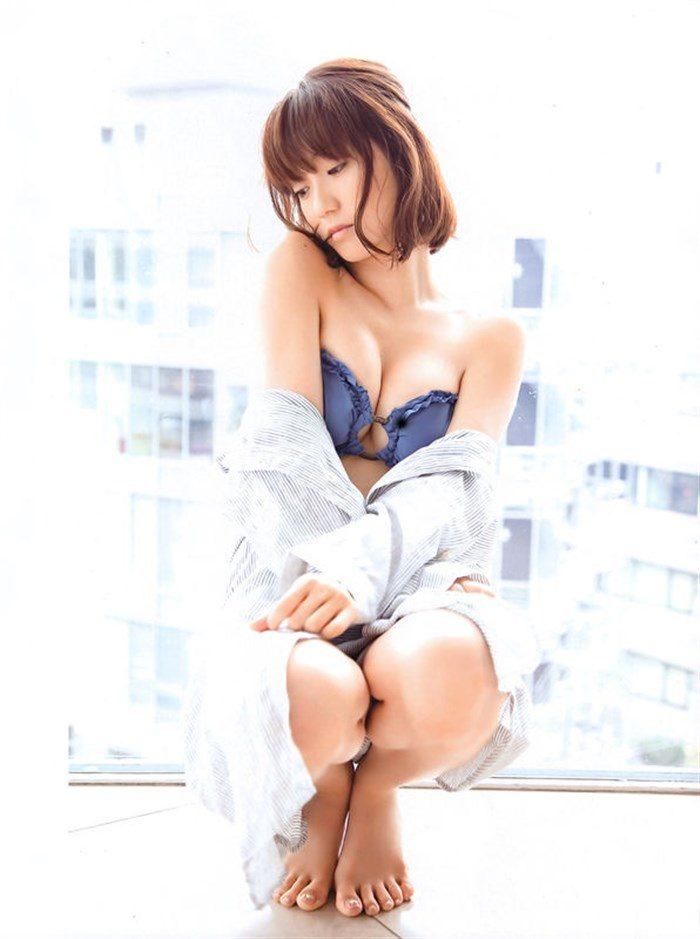 【画像】定期的におかずにしたくなる大島優子の安定感抜群なオナネタボディ!0015manshu