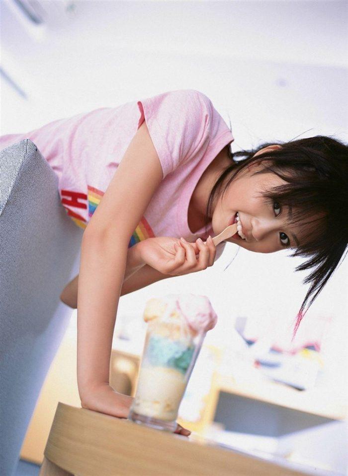 【画像】元AKB48前田敦子がちょっと可愛く見えてくるグラビア140枚まとめ0074manshu