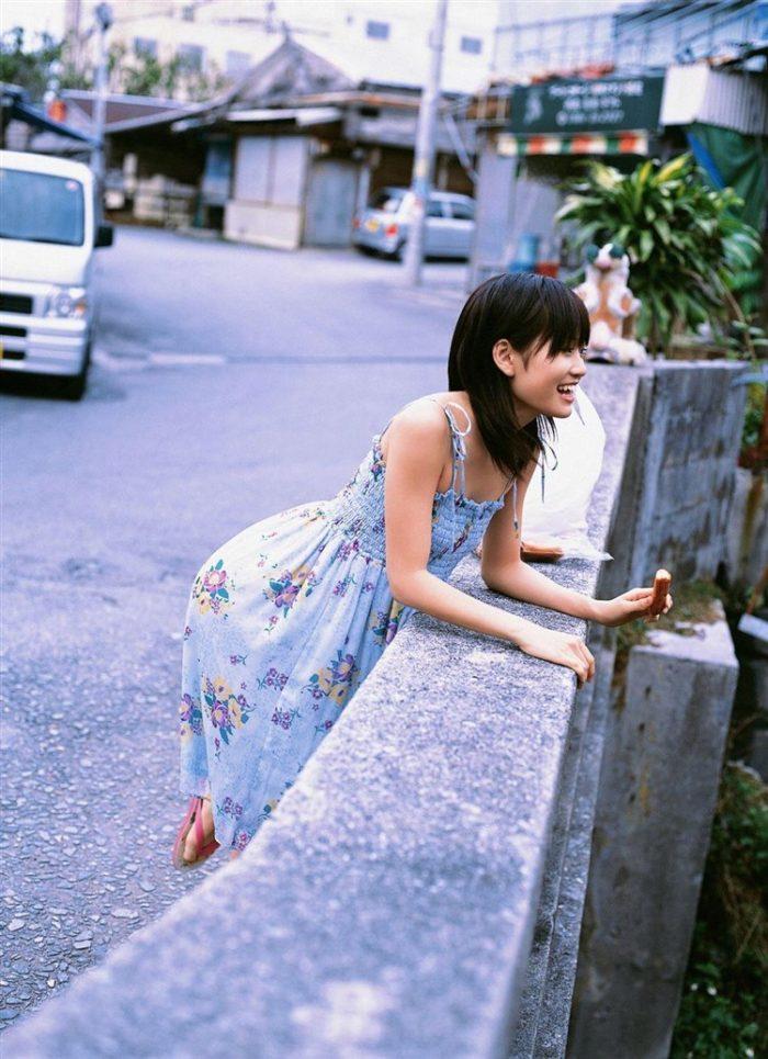 【画像】元AKB48前田敦子がちょっと可愛く見えてくるグラビア140枚まとめ0094manshu