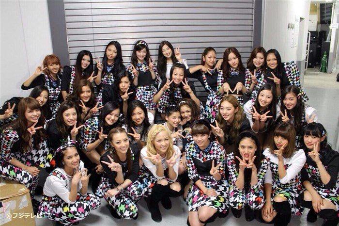 【悲報】E-girlsの股間くぱぁダンスがK-POPより酷いと話題にwww「お茶の間凍るだろ…」(画像あり)