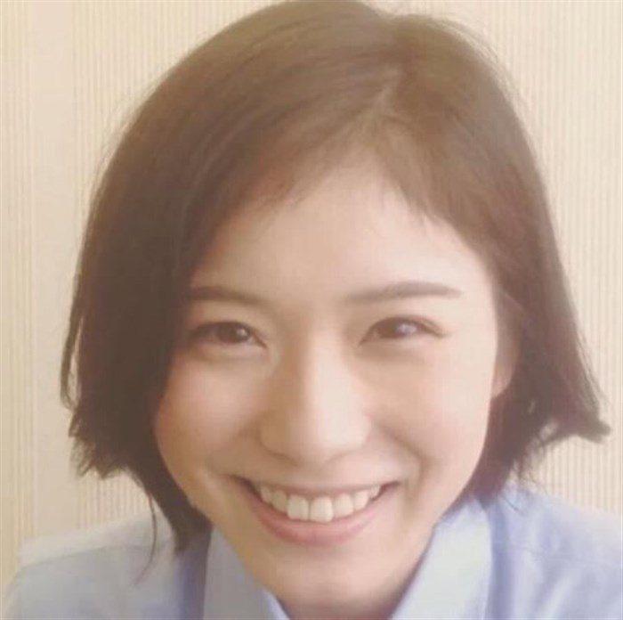 【画像】松岡茉優の推定Dカップの着衣おっぱいが地味にエロい!!0021manshu
