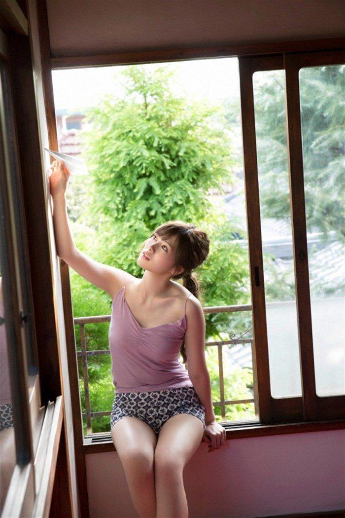 【画像】乃木坂白石麻衣のキャミ&ショーパン生足がえっちな軽装グラビア!!0023manshu