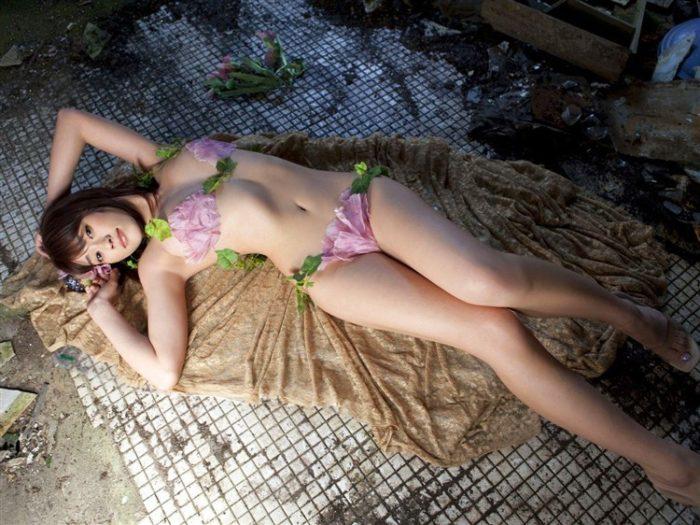 【画像】原幹恵の花びらビキニや横乳が悩ましい妖艶写真集はこちら0016manshu
