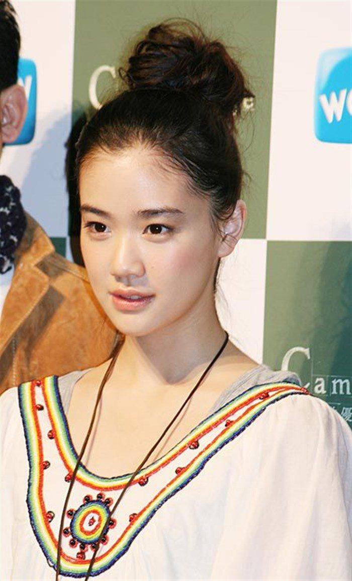【画像】女優蒼井優の超貴重なちっぱい水着姿!!!!0012manshu