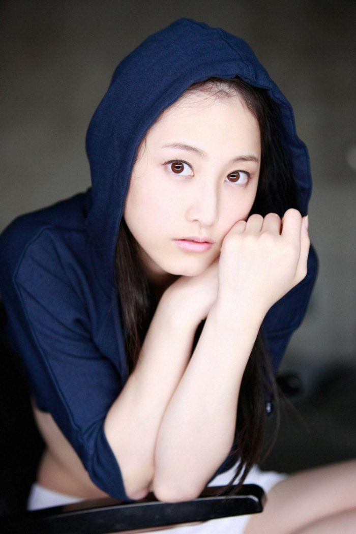 【画像】松井玲奈の生足が悩ましい微エロ高画質写真集まとめ0070manshu