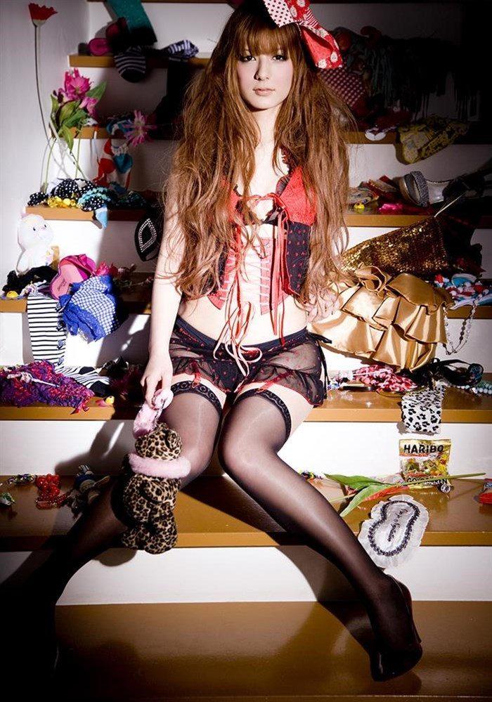 【画像】一番脂の乗った全盛期スザンヌのムチムチ太もも写真集!!0084manshu